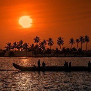 Yoga-Flow und Achtsamkeit in Kerala mit Bhavani und Adinath