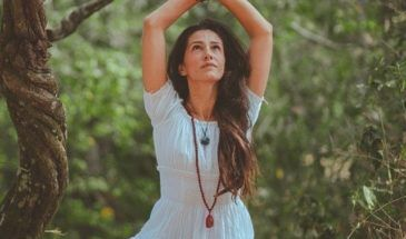 beautiful woman freedom meditating 21210651 e1562476121687 Detox