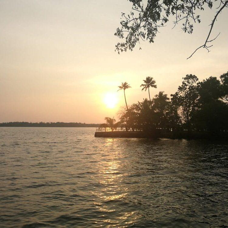Yoga-Flow und Achtsamkeit in Kerala mit Adinath