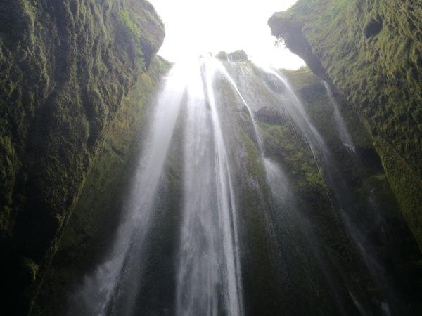Gljúfrabúi Wasserfall von innen